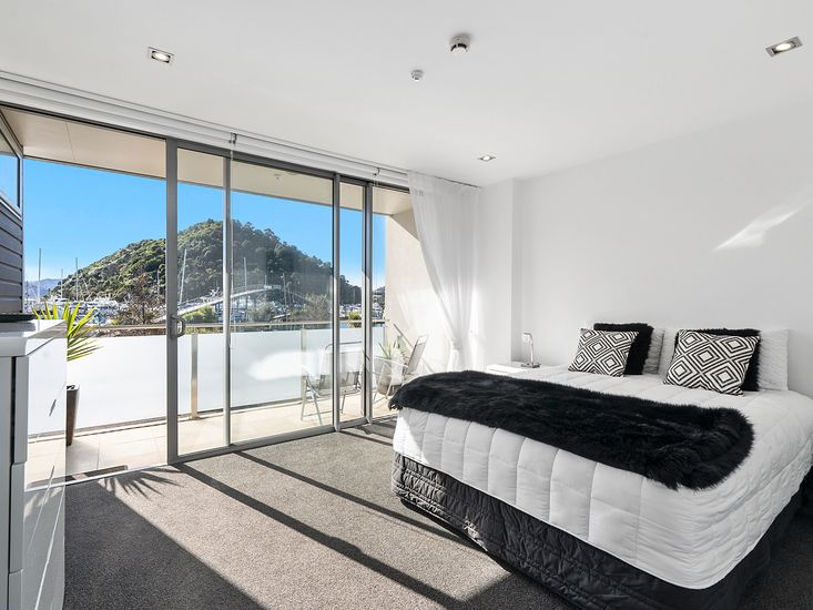 Master bedroom - Opens out onto balcony