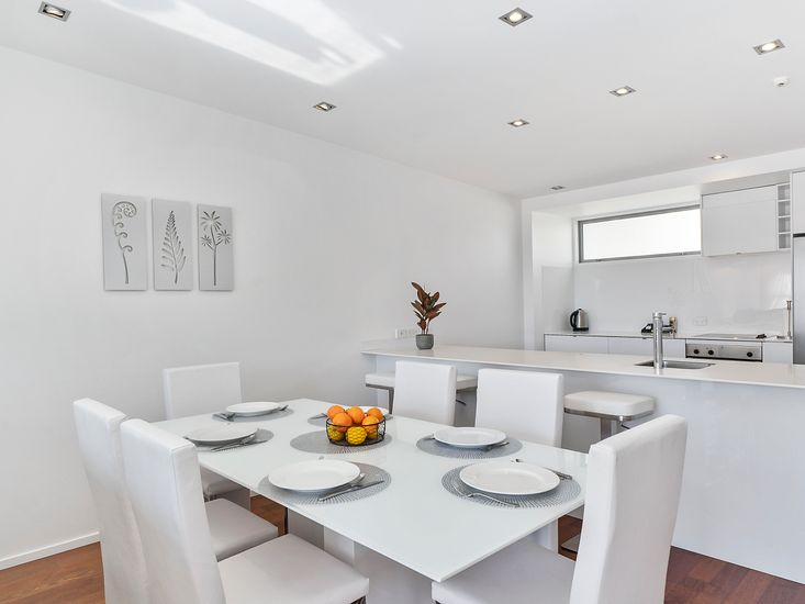 Dining table onto kitchen and breakfast bar
