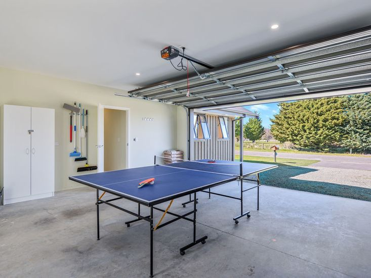 Garage / Table tennis table