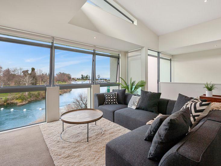 Riverside Villa - Taupo Holiday Home