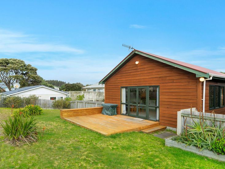 Heperi Haven - Waikanae Beach Holiday Home