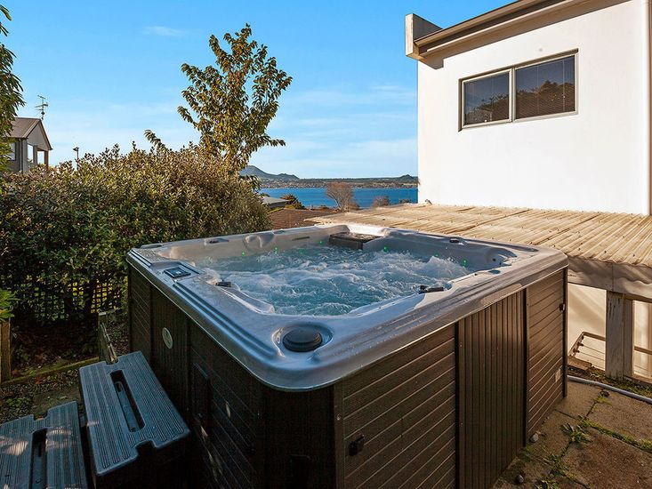 Spa pool - with stunning views