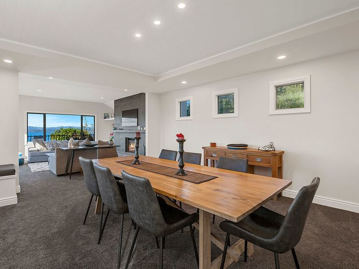 Open plan dining and lounge space