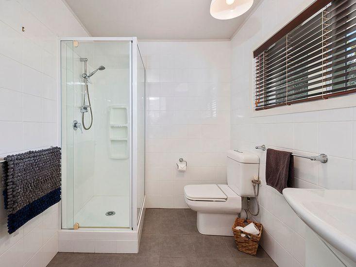 Bathroom 3 - level 1