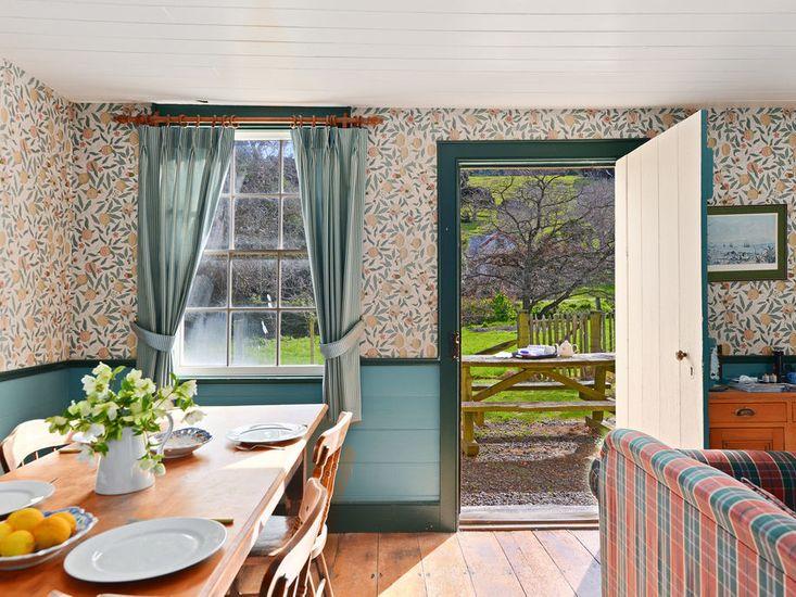 Historic Pavitt Cottage - Robinsons Bay Holiday Home