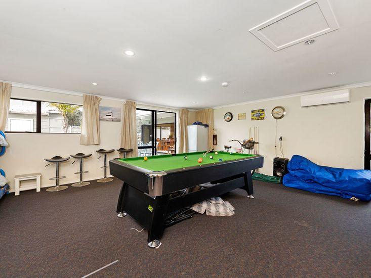 Rumpus room with pool table