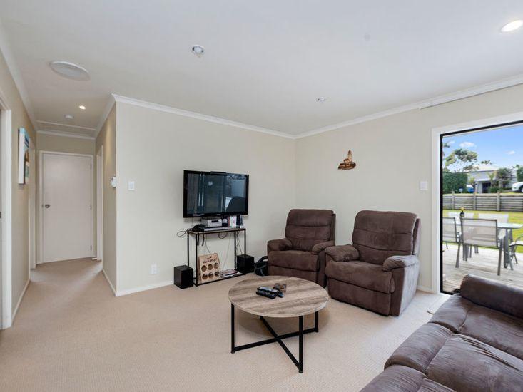 Lounge onto sundeck and hallway