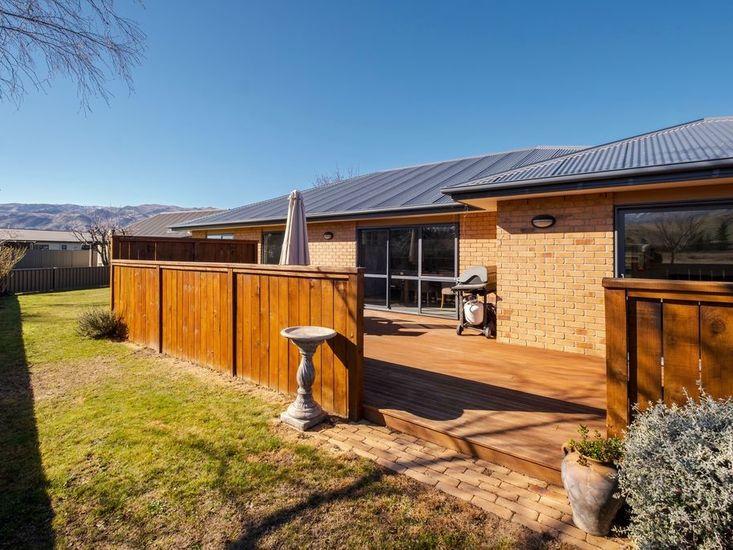 Deck / Backyard
