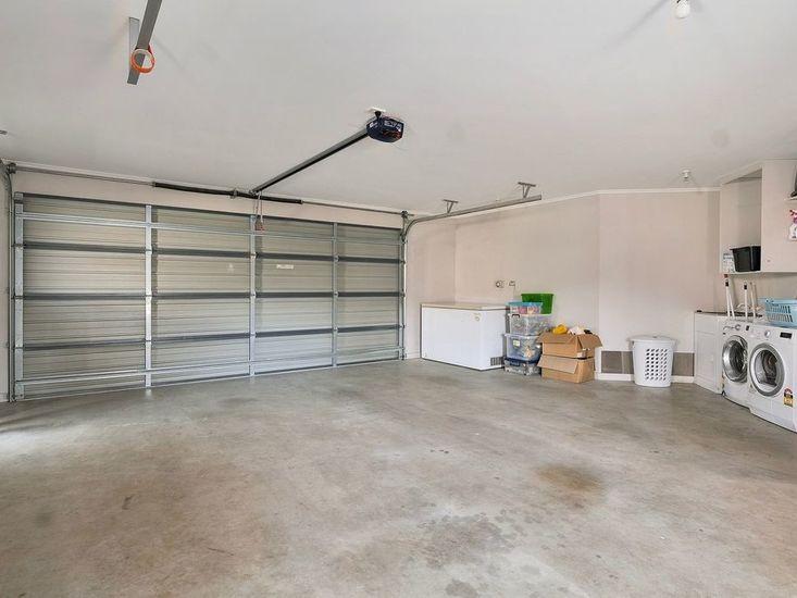 Double Garage / Laundry