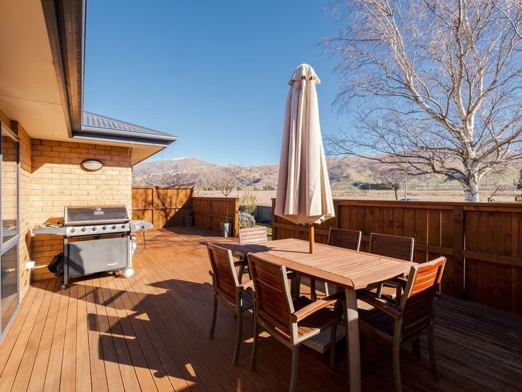 Outdoor Dining Area / BBQ