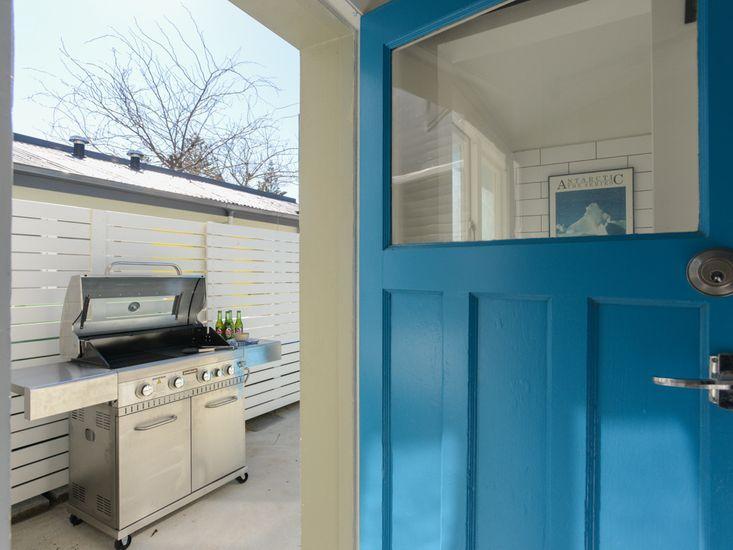 Door to backyard / BBQ