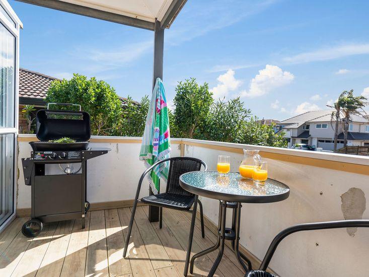 Deck / Outdoor table