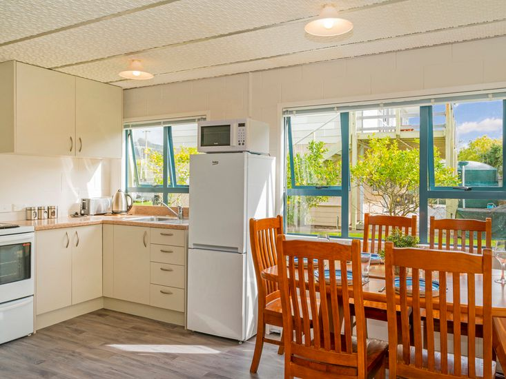 Right-hand unit - Kitchen & dining area