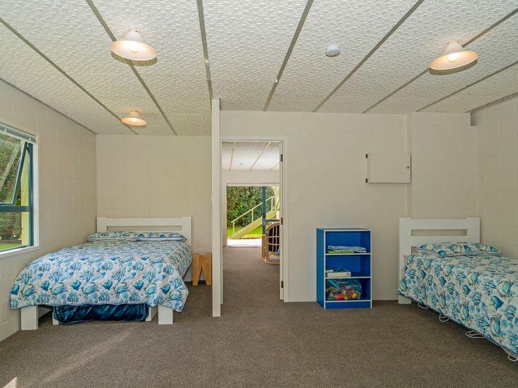 Right-hand unit - Bedroom