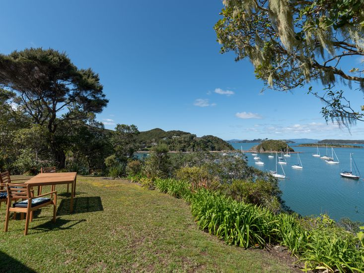 Outdoor dining with stunning views of the bay