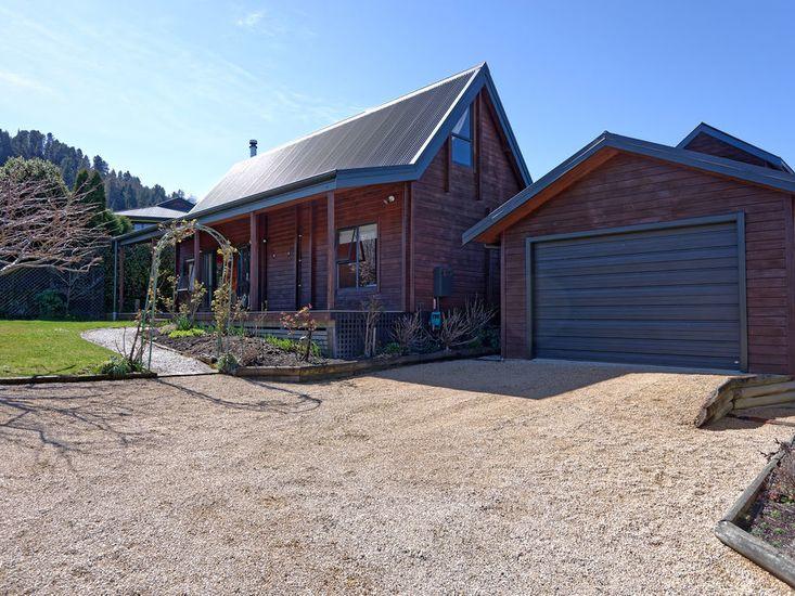 House / Garage view