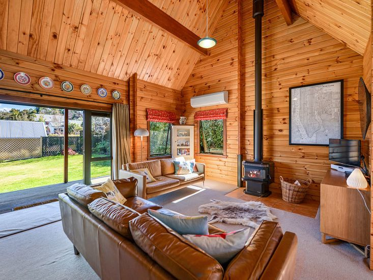 Lounge / Fire place