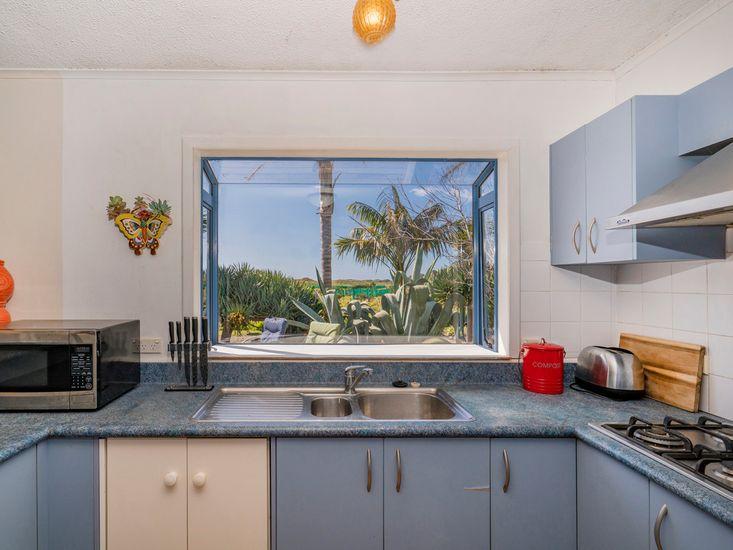 The Good Earth Beach House - Hot Water Beach Holiday Home