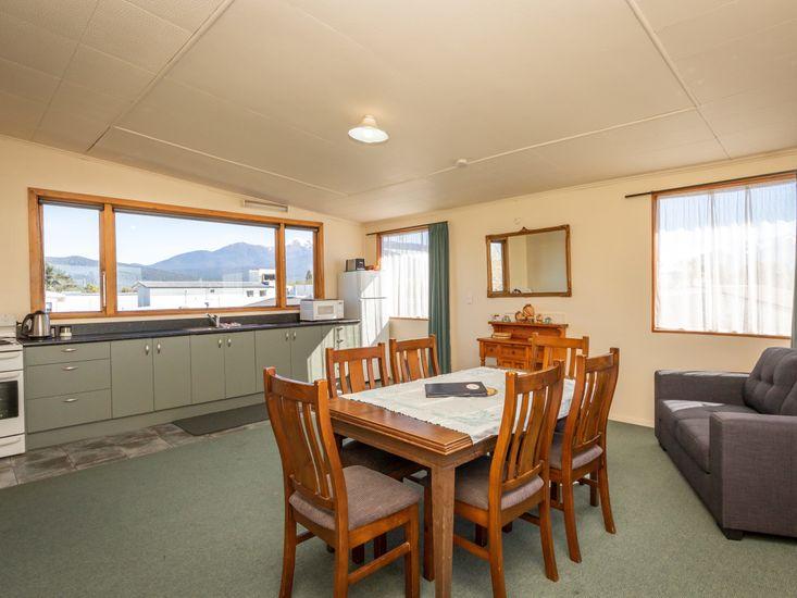 Parklane House - Te Anau Holiday Home
