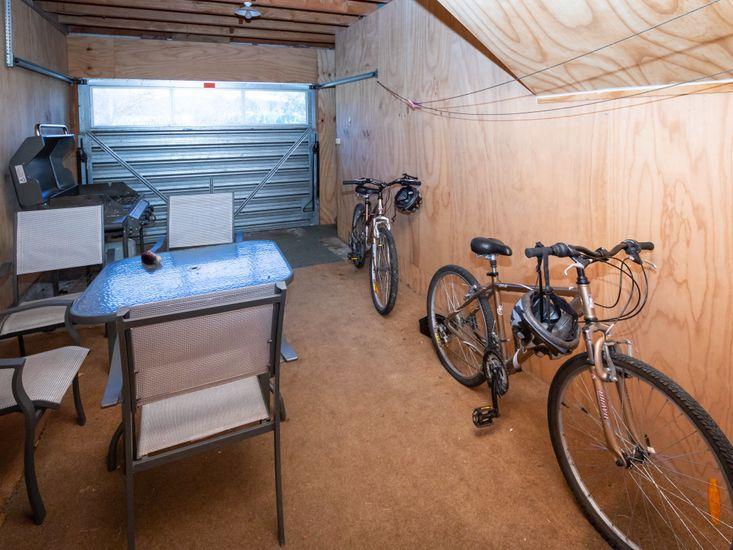 Garage - Bikes + Outdoor furniture