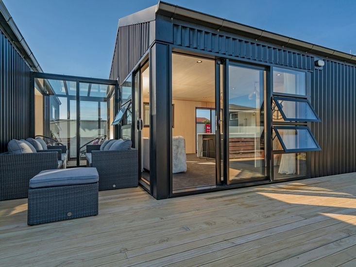 The Front Deckhouse - Whangamata Holiday Home