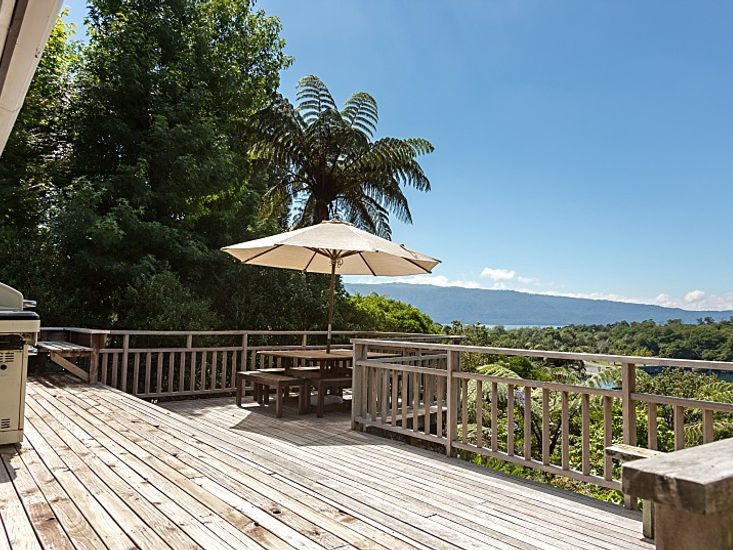 Access to the sundeck from bedroom 1