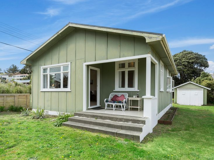 The Beach House - Kapiti Coast Holiday Home