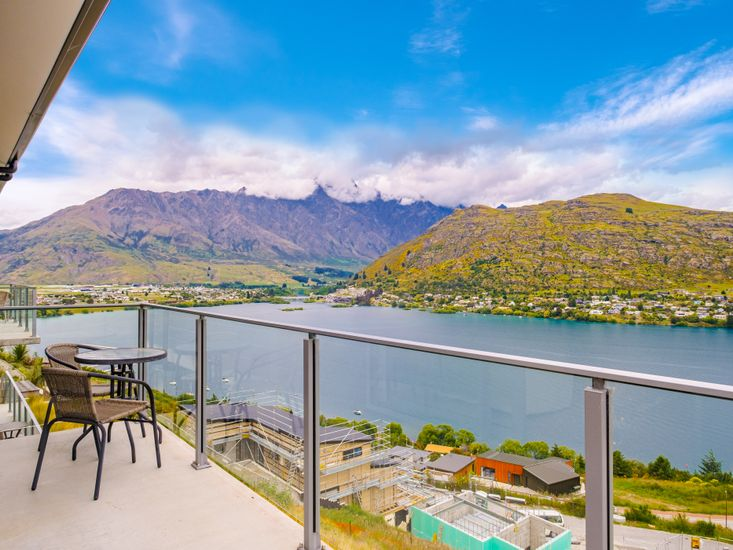 Accommodation in Queenstown with Lake View
