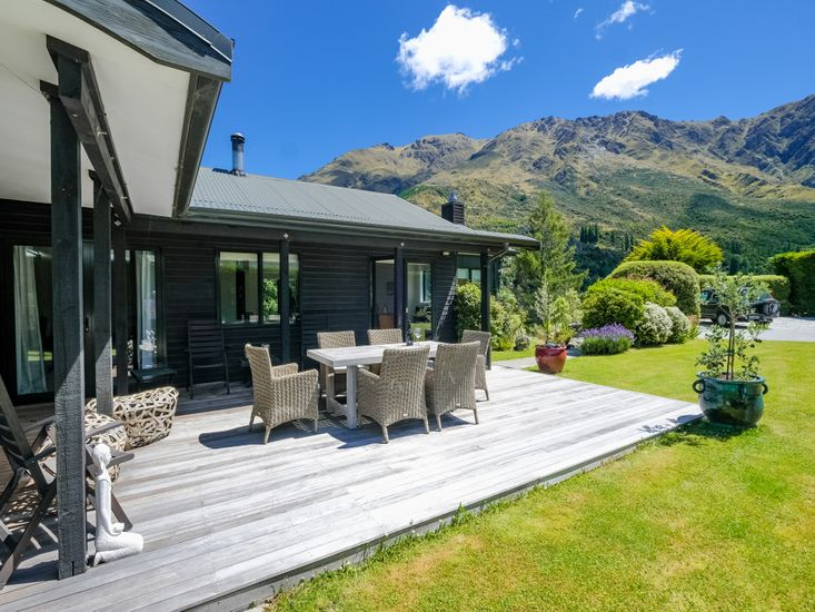 Arthurs Point Holiday Home
