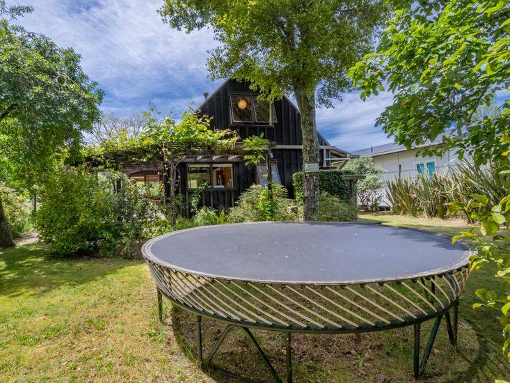 Marahau Lodge - Garden