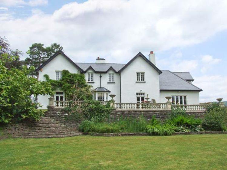 Woodbank | Llanhennock | Self Catering Holiday Cottage